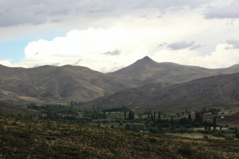 looking back at the chacra and valley just outside of town (640x427)